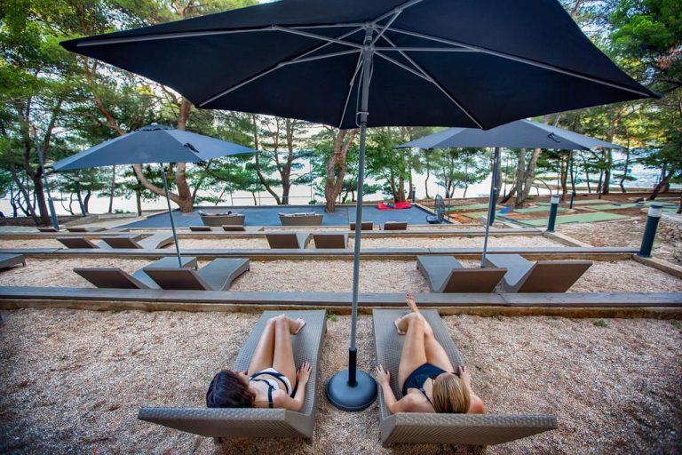 OTOK HVAR – Vrboska # 5 nočitev s polpenzionom v Senses Resort **** že za €412/družina